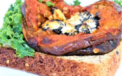 Tostada de berenjenas en salsa Pomodoro